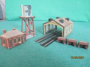 N Gauge 'Two Road Engine Shed + Water Tower + Mess Room + 3 Buffers'