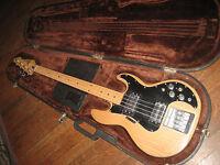 Peavey T-40 Bass Guitar, Original Molded Case, 1981 S/N, USA Made