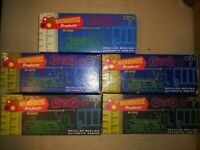 Vintage HO scale model trainset. Roundhouse railcars 5 in total in the boxes.