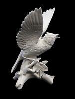 9959181 Porzellan Figur fliegender Kardinal/Lerche bisquit weiß Ens H20,5cm