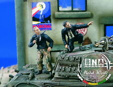 Verlinden Productions #1951 1/35 Under Fire (2 figures)