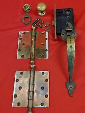 """2 ANTIQUE BRASS / BRONZE DOOR HINGE 5 1/2"""" and lock assembly and handles"""