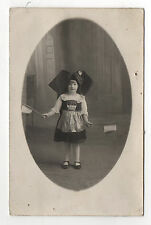 Carte photo CP ALSACIENNE ALSACE FOLKLORE Costume traditionel Drapeaux Enfant