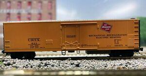 N Scale - MTL 69060 Milwaukee Road Riveted Side Mechanical Reefer URTX 833 N4891