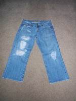Miss Me size 28 Distressed light wash Flower patched Cropped capri womens jeans