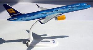 Icelandair 80 Years of Aviation Boeing 757-200 1:200 B757 Herpa Snap-Fit 611848