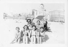 BEAUTIFUL WOMEN YOUNG MAN BATHING SUITS SWIMSUIT BEACH VACATION VTG PHOTO 247