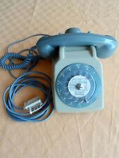 Ancien téléphone à cadran gris, SOCOTEL S63, fonctionne