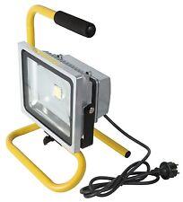 Projecteur A LED 30 W Portable - Extérieur ou Intérieur -  PRO -