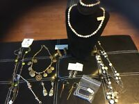 Lot of Jewelry Necklace Earrings Bracelet  Mix Wholesale Lots Mixed Resale