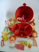 Vintage 1980's Strawberry Shortcake Carrying Case w4 Dolls Clothes Accessories