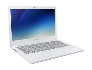 "SAMSUNG Notebook Flash NT530XBB-K24W GIGA Wi-Fi Pentium® Silver 13.3"" 128GB SSD"