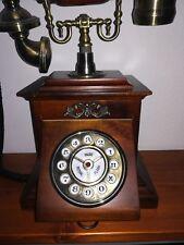 Telefono stile retro con sportello