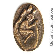 Bronze Plakette schlafendes Kind in einer Hand im Stil von Egino Weinert