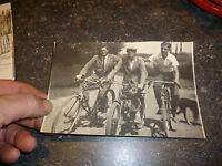 Photographie Cycliste  Ancien Vélo Ancienne Petite Moto Motocyclette Velomoteur