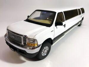 SunStar 1:18 Ford Excursion (White) 2004