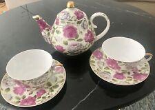 Entzückendes Teeservice aus Porzellan. Wie neu.