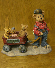 Boyds Bearstones #227727 Huck with Mandy, Zoe and Zack...Rollin' Along, NEW/Box