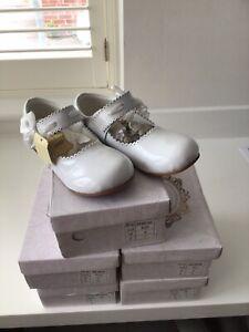 Couche Tot Spanish Style Mary Jane White Satin Bow Shoes  Size UK 2 EU 34