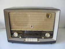 Philips B4X79A Tube Amp 1950's Push-Button Bakelite Radio Shortwave