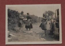 1930   Yorkshire. Ladies lunch at roadside   qp575