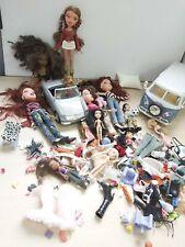 Paquete Bratz Y Mini Bratz muñecas ropa de vehículos de accesorios 27E
