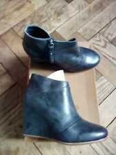NEW LUXURIOUS UGG ankle boots approx 4in high UK7 (EU40) *authenticated*
