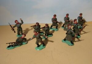 Vintage Russian Soldier lot  10 Army men  6 poses  1950's era 54mm Crescent Toys