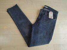 Levis 711 Skinny Mid Rise Juniors Jeans. Size: W:28 L:32 $54.50 (188810055)