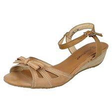 39 Sandali e scarpe beige con tacco basso (1,3-3,8 cm) per il mare da donna