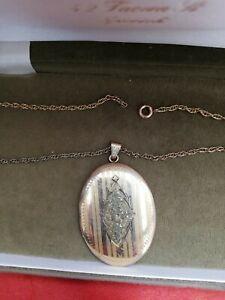 Vintage  decorative pinstripe large oval locket Bates and Bacon, Massachusetts,