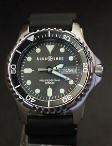 AQUALUNG Aqua Lung Men's Classic Pro Professional Divers Watch - 200m