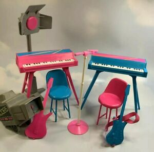 Barbie and the Rockers Accessories: 1985 Hot Rockin' Stage guitars instruments