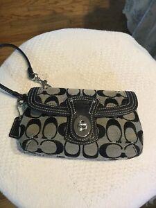 Coach LEGACY Signature Jacquard Turnlock Wristlet Clutch Wallet pouch Purse