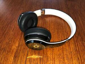 Black Beats Solo 2 headphones wired