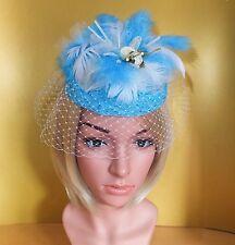 Fascinator Pillbox Headpiece Spitze blau natur Schleier Feder Blumen Hutgummi