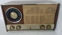 Vintage Zenith AM / FM Radio Model MJ1035  WORKS!!