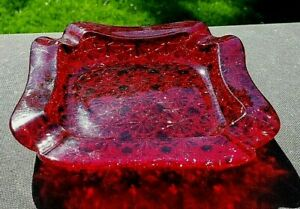 """L.G. Wright Red Daisy and Button 6"""" x 6"""" Ashtray"""