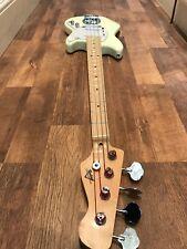 Custom Built Mustang Bass. fondo scala. destrorsi. bianco vintage.