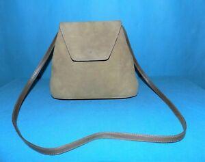 petit sac CHARLES JOURDAN vintage en cuir velours kaki porté épaule made France