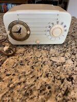 VINTAGE 1950's ZENITH 920A ANTIQUE ART DECO BAKELITE  CLOCK TUBE RADIO