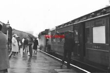 PHOTO  1988 'RIGHT AWAY!' AT OAKWORTH THE VOLUNTEER GUARD GIVES THE DRIVER THE R
