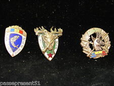 3 jolies anciennes broches, A.G.V.P.S., RPR, Roumanie, cerf, chasseur, chasse