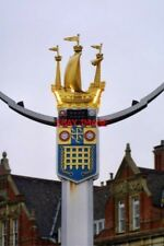 PHOTO  2001 COAT OF ARMS ON CHELSEA BRIDGE