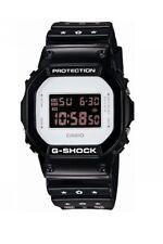 Casio G-shock Edición Limitada Blanco y Negro con Be@rbrick, DW-5600MT-1ER