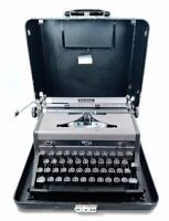 Vintage Royal Quiet Deluxe Portable Manual Typewriter w/ Case