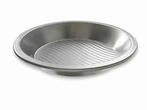 "Patriot USA Pan 9"" Pie Pan Non-Stick Aluminized Steel Bakeware Fluted Surface"