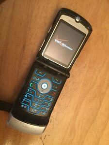 Retro ORIGINAL Motorola V3 Razr Silver Verizon Cellular Phone 2G As Is Razor
