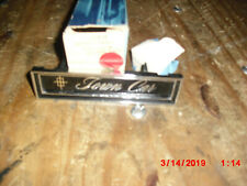 """1972 LINCOLN CONTINENTAL """"TOWN CAR"""" INSTRUMENT PANEL  EMBLEM D2VY-5304460-A"""