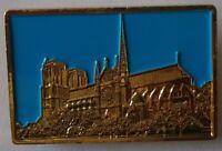Pin Notre Dame de Paris Log 35 mm Larg 23 mm